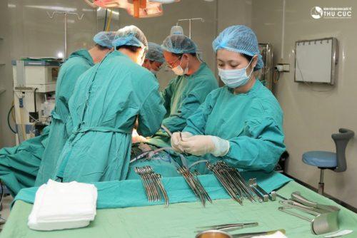 Đa số các trường hợp xoắn ruột cần điều trị phẫu thuật