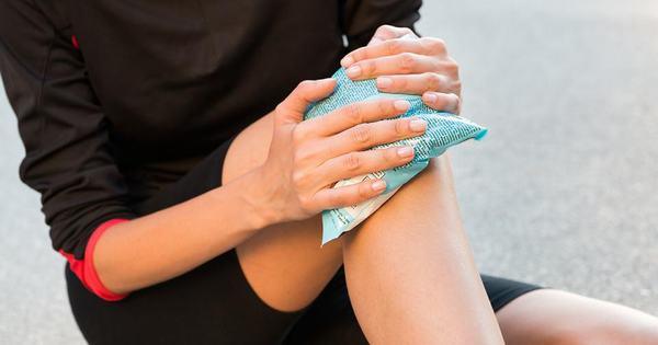Chườm nóng cũng giúp giảm đau nhức xương khớp