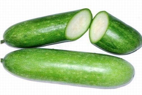 Bí xanh là thực phẩm có tính kiềm, có thể giúp trung hòa axit bên trong dạ dày và giảm các cơn khó chịu do bệnh dạ dày gây ra. Đồng thời nó còn giúp giảm dư axit dạ dày hiệu quả.