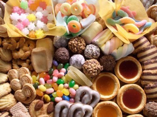 Để chữa ợ nóng làm phiền cần hạn chế thực phẩm ngọt