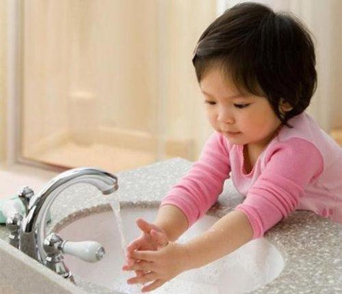 Tạo thói quen vệ sinh cá nhân tốt cho trẻ để phòng các bệnh tiêu hóa mùa đông
