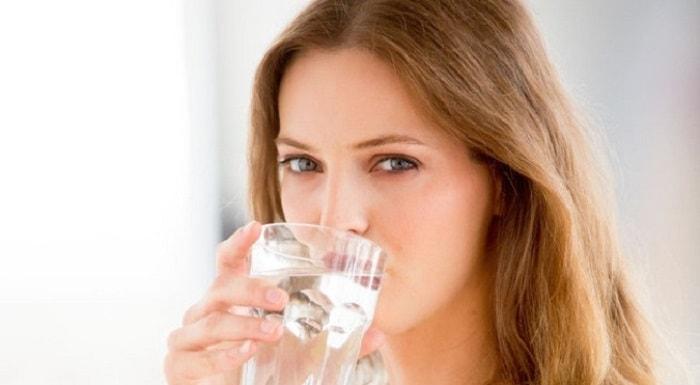 Làm chậm kinh nguyệt 1 tuần bằng cách uống nhiều nước