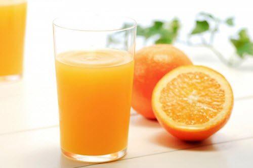 Uống 6-8 ly nước lọc, nước trái cây hoặc trà thảo dược mỗi ngày. Việc đảm bảo bổ sung nhiều chất lỏng giữa các bữa ăn sẽ giúp hạn chế lượng thức ăn tồn đọng trong dạ dày.