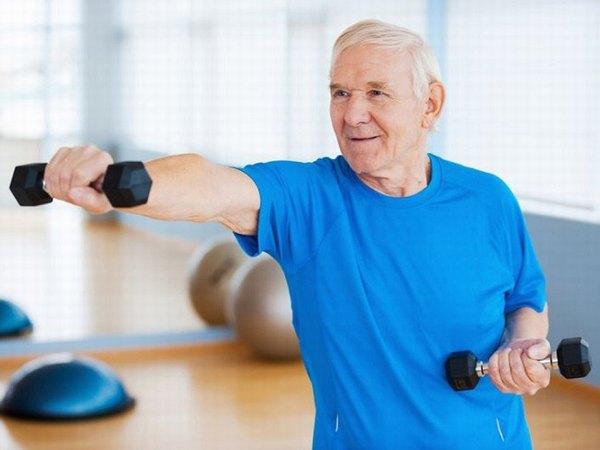 Nên vận động nhẹ nhàng hàng ngày nhằm tăng cường sức khỏe