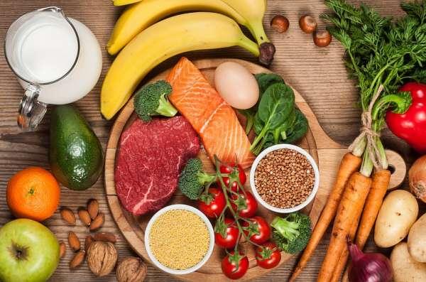 Bệnh nhân ung thư đại tràng cần ưu tiên nhóm thực phẩm rau xanh, thịt gia cầm, cá...