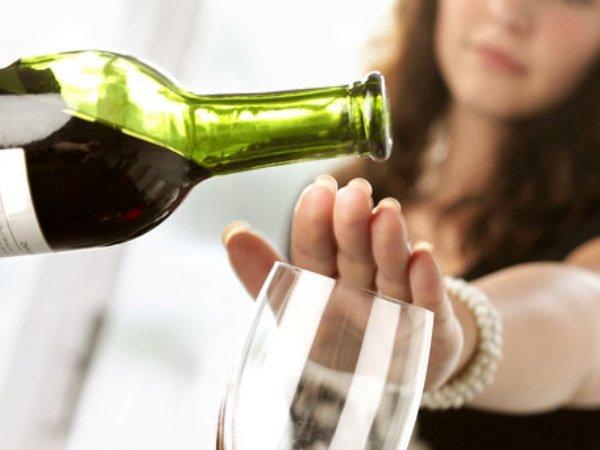 Bệnh nhân ung thư đại tràng cần tránh sử dụng các loại đồ uống có chất kích thích
