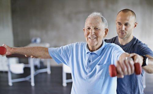 Người bệnh nên vận động nhẹ nhàng hàng ngày để tránh ảnh hưởng tới vết mổ