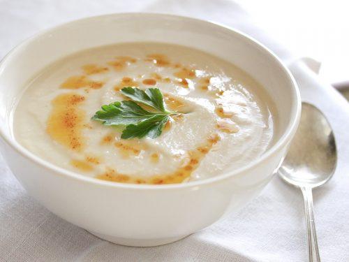 Người bệnh nên ăn những thực phẩm mềm, lỏng, dễ nuốt như cháo hoặc súp