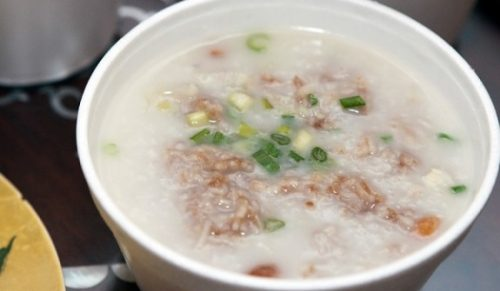 Cháo, soup, mỳ, phở, miến là những món ăn mềm, dễ tiêu hóa rất phù hợp cho bệnh nhân sốt xuất huyết.