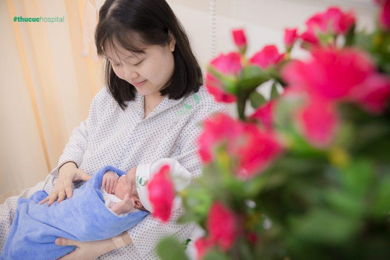 Lao động nữ sinh con được nghỉ việc hưởng chế độ thai sản trước và sau khi sinh con là 06 tháng