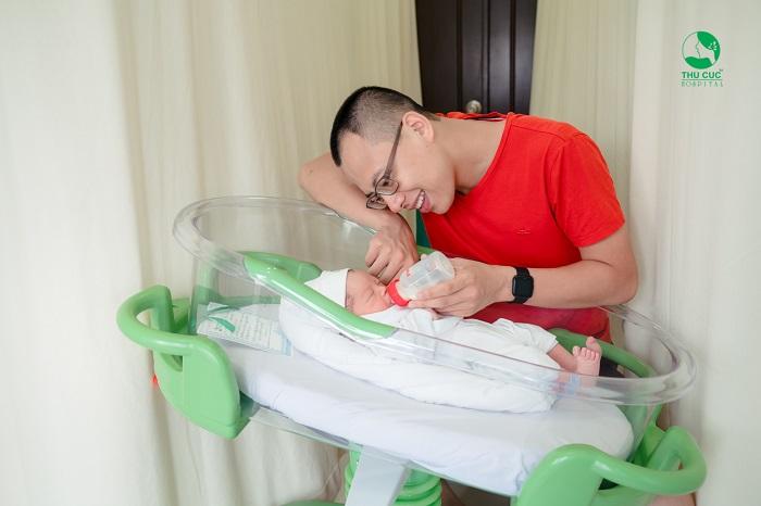 Theo chế độ thai sản 2020, vợ sinh nở người chồng cũng được nghỉ chăm vợ theo số ngày quy định