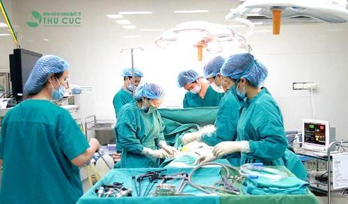 Bệnh viện Thu Cúc có đội ngũ bác sĩ giỏi giúp phẫu thuật trĩ thành công, chi phí hợp lý