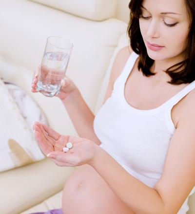 Thai phụ bị viêm đại tràng khi mang thai cần đặc biệt lưu ý đến việc dùng thuốc.