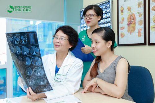 Người bệnh cần đi khám để bác sĩ chỉ định phương pháp điều trị phù hợp