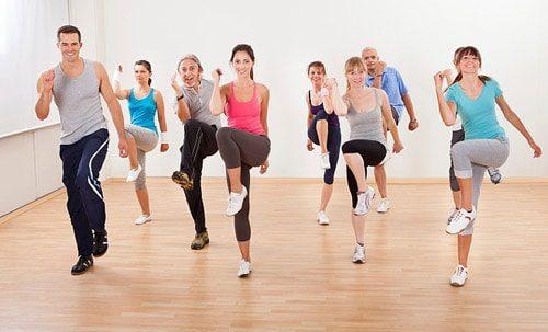 Tăng cường tập luyện, vận động cơ thể, chơi thể thao hàng ngày giúp hệ tiêu hóa làm việc hiệu quả hơn