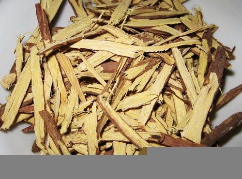 Cam thảo có thể giúp kiểm soát và điều trị chứng ợ nóng, ợ chua do bệnh trào ngược dạ dày thực quản gây ra.