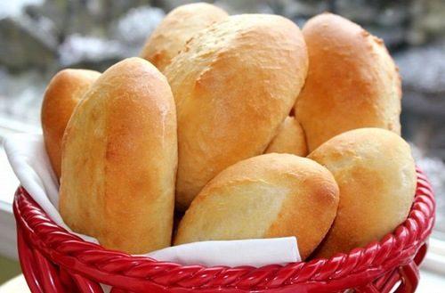 Có nên ăn bánh mì khi bị đau dạ dày không là thắc mắc chung của nhiều người