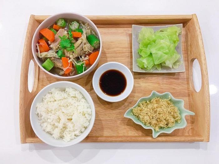 Bữa ăn của mẹ sau sinh phải đảm bảo đầy đủ chất dinh dưỡng