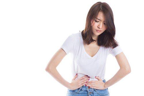 Nhiều bà bầu gặp tình trạng đau bụng âm ỉ khi mang thai tuần đầu