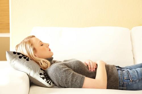 Đau bụng dưới và ra nhiều khí hư là bệnh gì?