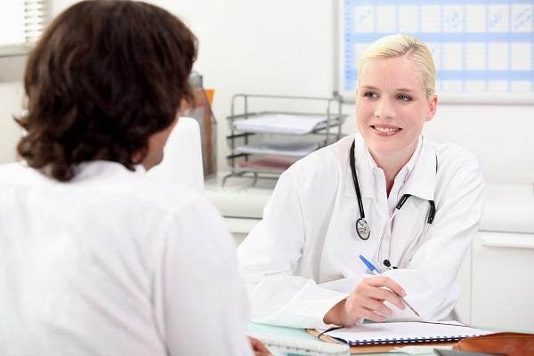 Bạn hãy gặp bác sĩ nếu có biểu hiện đau bụng bất thường