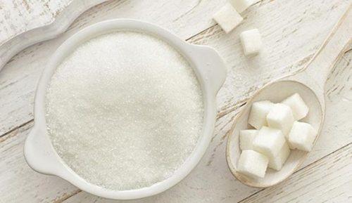 Đường hoặc các sản phẩm ngọt hoàn toàn không có lợi cho người bị đau bụng