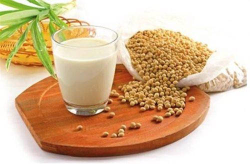 Người bị đau đại tràng nên uống sữa đậu nành