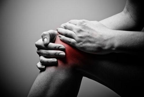 Đau đầu gối chân phải là biểu hiện bệnh gì?
