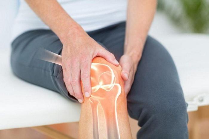 Nhiều bệnh nhân thường nhầm lẫn dấu hiệu gãy xương bánh chè với việc đau, bong gân ở khớp gối.