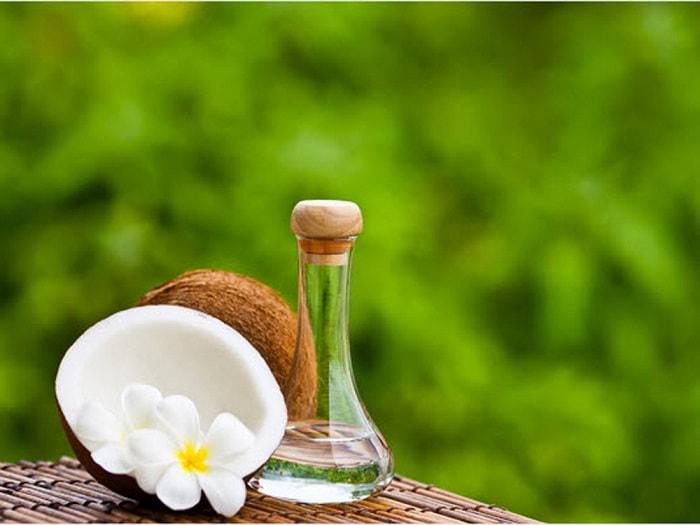 cách làm đẹp sau sinh tại nhà dầu dừa