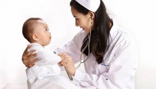 Đưa trẻ đến các cơ sở y tế nếu nghi ngờ chấn thương sọ não