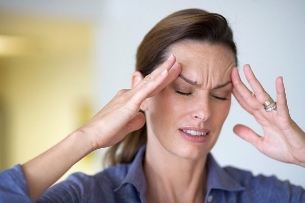 Đau đầu là một trong những dấu hiệu nhận biết ung thư vú di căn não phổ biến