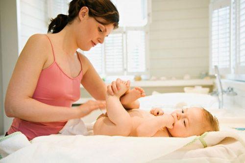 Tiêu chảy là một trong các triệu chứng của bệnh rối loạn đường tiêu hóa ở trẻ sơ sinh