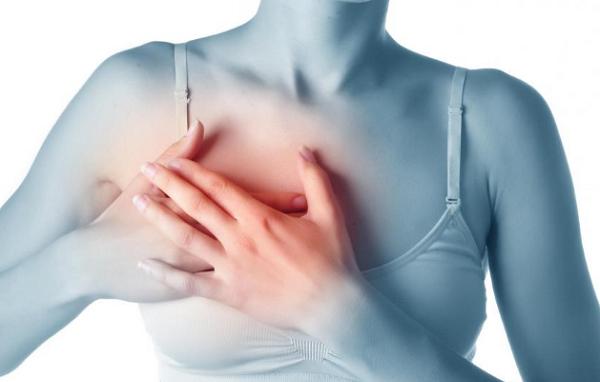 Ung thư di căn đến phổi dễ khiến người bệnh đau tức ngực, khó thở...