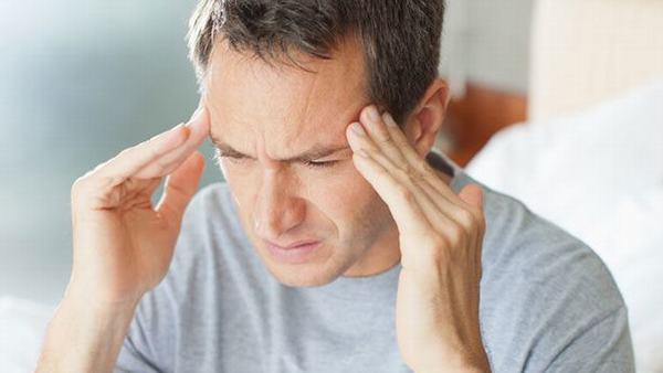 Dấu hiệu ung thư đại tràng di căn não sẽ khiến người bệnh đau đầu, chóng mặt, mất thăng bằng, nhìn mờ