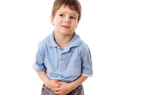 Trẻ bị viêm ruột thừa thường có dấu hiệu đau bụng