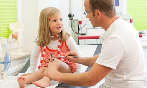 Triệu chứng đau khớp háng ở trẻ em