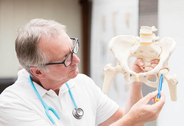 Tùy vào nguyên nhân gây bệnh, bác sĩ sẽ xác định mức độ và tư vấn phương pháp điều trị phù hợp
