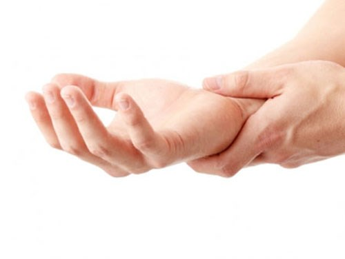 Đau khớp ngón tay giữa là bệnh gì