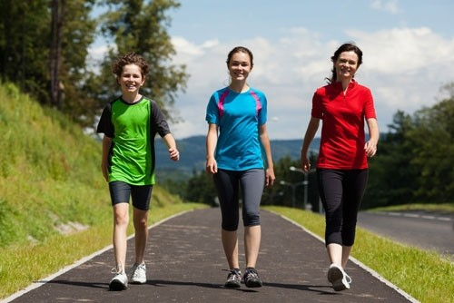 Tập thể dục nhẹ nhàng giúp tăng lưu lượng máu đến lưng và vùng xương chậu, từ đó giúp giảm các cơn đau.