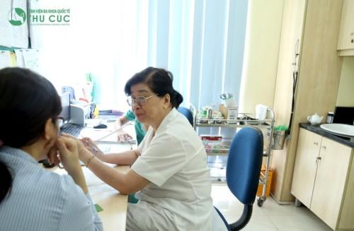 Thăm khám cơ xương khớp định kỳ để sớm phát hiện những nguyên nhân gây đau lưng và điều trị hiệu quả.