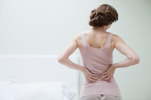 Đau lưng và rụng tóc là những dấu hiệu cho biết các bất thường bên trong cơ thể