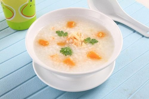 Người bệnh đau thượng vị nên ăn những thực phẩm mềm, lỏng dễ tiêu hóa như cháo, súp, bún...