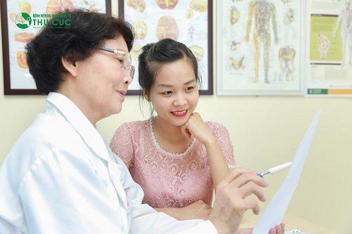 Thai phụ cần đi khám để bác sĩ tìm ra nguyên nhân cũng như đưa ra phương pháp chữa trị phù hợp