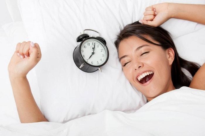 Mẹ bầu nên ngủ sớm và thức dậy sớm vào buổi sáng