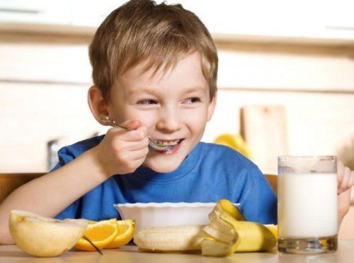 Nên chế biến thức ăn đặc hơn để hỗ trợ điều trị trào ngược dạ dày thực quản trẻ em - Cho trẻ ăn thức ăn đặc hơn.