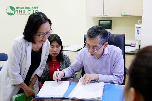 TS. BS Lim Hong Liang trực tiếp lên phác đồ điều trị cho bệnh nhân ung thư vùng đầu cổ