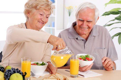 Trong quá trình điều trị viêm đại tràng co thắt, người bệnh cần chú ý ăn uống và sinh hoạt khoa học