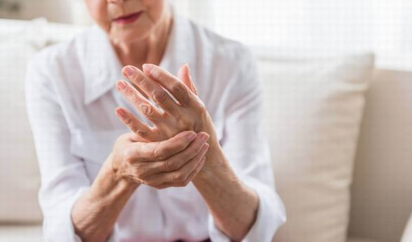 Người mắc bệnh xương khớp nên chú ý tới chế độ ăn uống hàng ngày