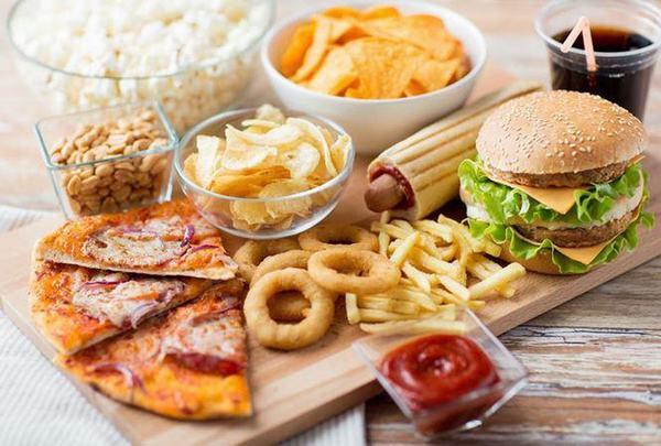 Người bệnh xương khớp cần tránh những thực phẩm béo, chiên rán, chế biến sẵn...